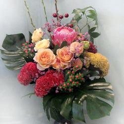 新装開店 お祝い花 プロテアとバラ 二子玉川の花屋