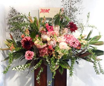 東京に贈るスタンド花 贈る方の気持ちを表現した豪華スタンド花